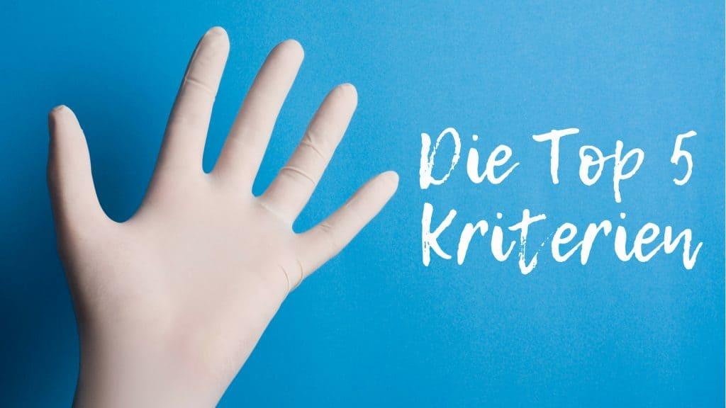Eine Hand die die Zahl 5 mit den Fingern zeigt: Die Top 5 Kriterien