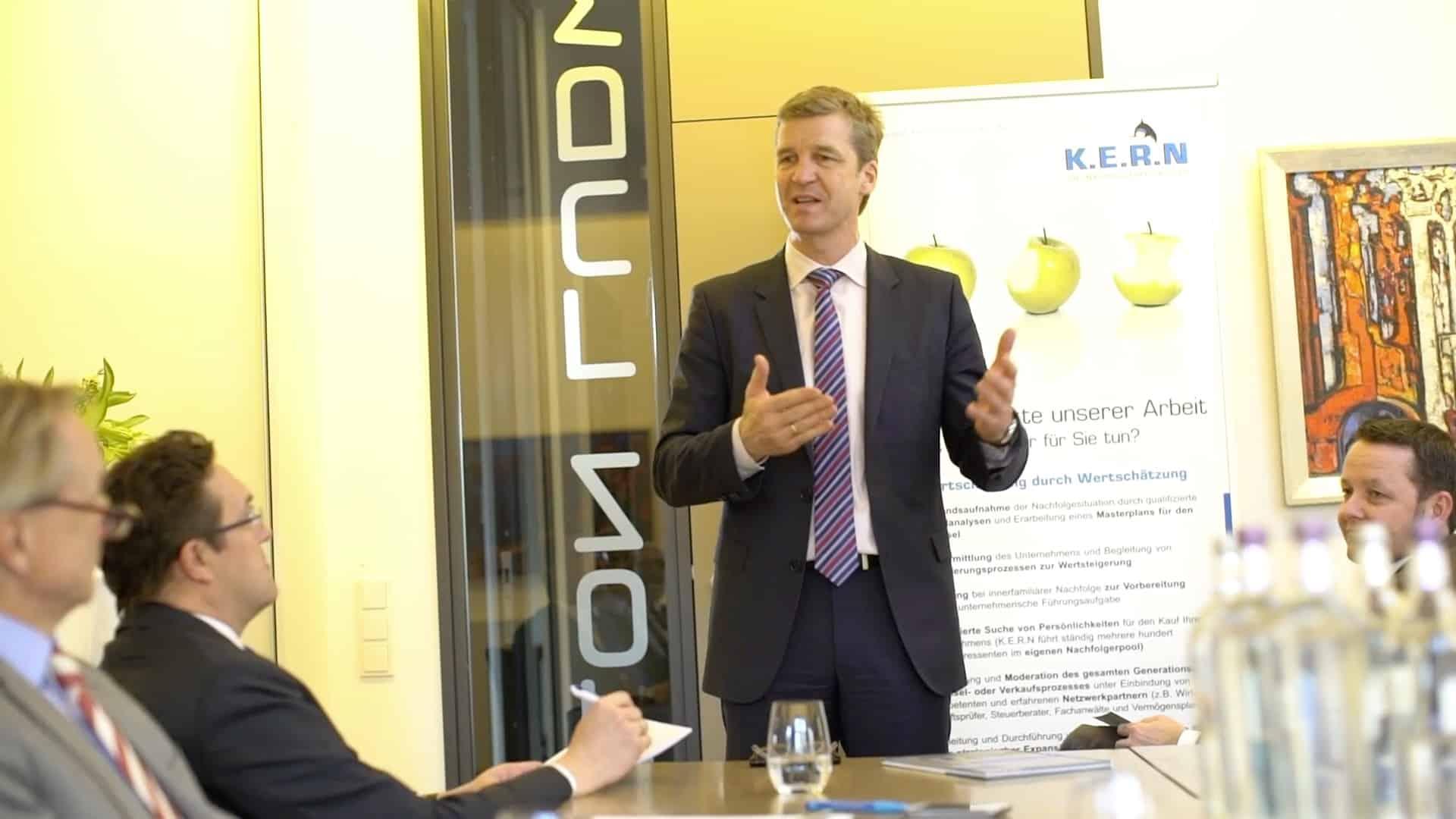 Specjalista KERN Johannes Wolters na wykładzie