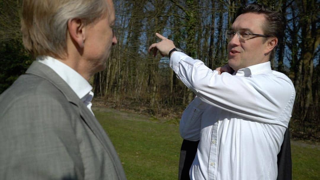 Specjaliści KERN Thomas Doerr i Axel Bergmann w rozmowie na łonie natury