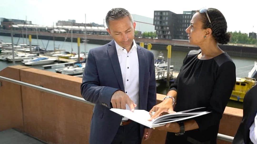Specjaliści KERN-u Josef Andrej i Nicole Kalonda w rozmowie
