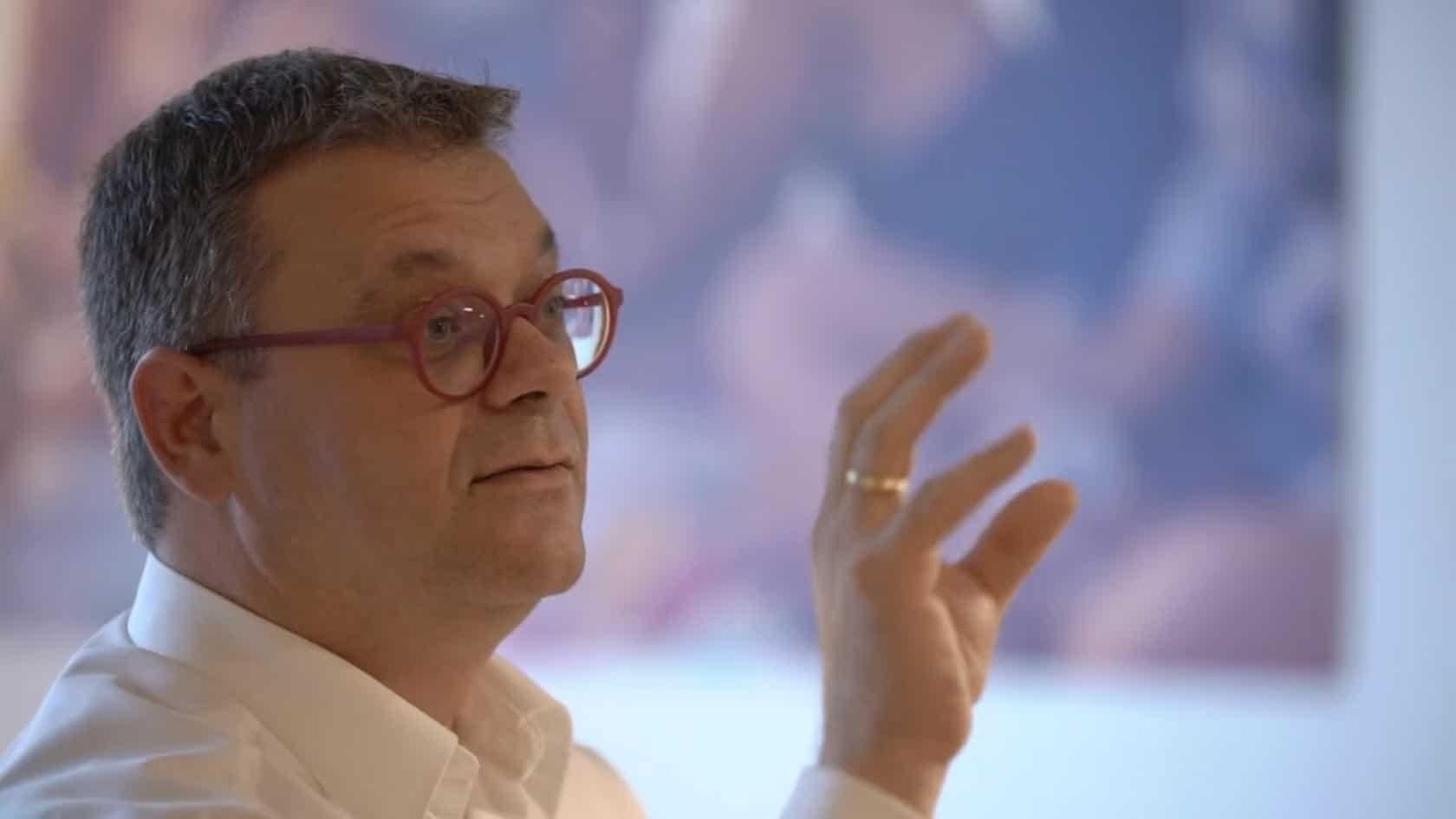 Specjalista KERN Wolfgang Fichtinger podczas prezentacji